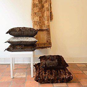 Zacht 100% gerecycled bont mode en interieur items bij de voorjaarsbeurs in Baarn