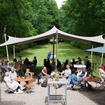 Eten in de tuin bij Buitenplaats Sparrendaal Driebergen tijdens Het Juweel
