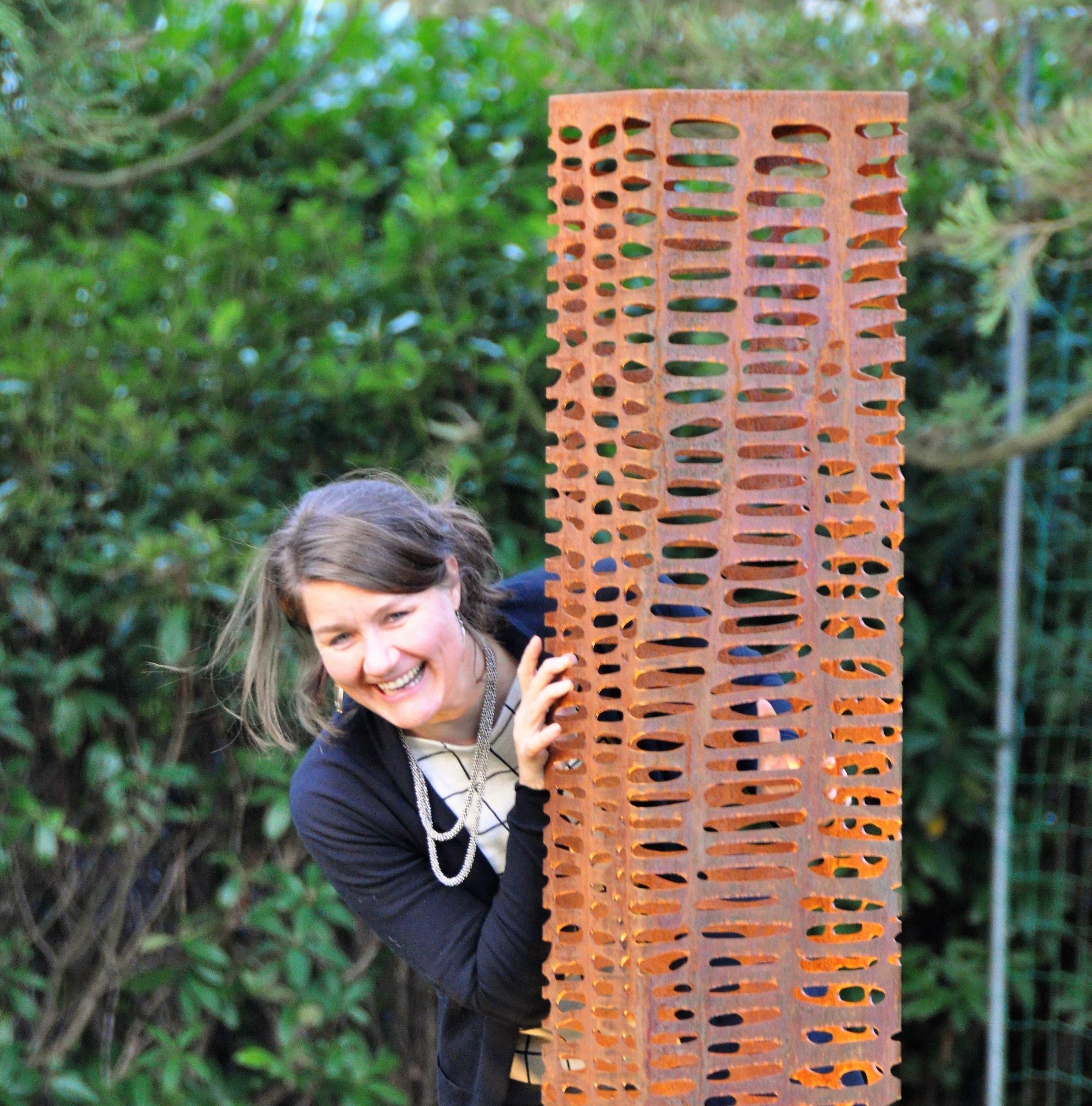 Robuuste sierlijke en organisch ogende kunstwerken van beeldend kunstenaar Juul Rameau bij Exclusive Spring Fair